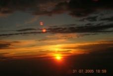 飞机上拍摄的落日图片