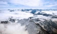飞机飞越雪山图片