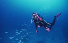 深海潜水图片