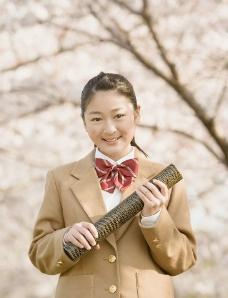 樱花树下的女生图片