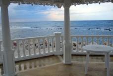 海岸 白色柱子图片