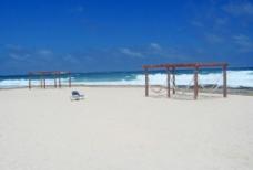 大海 沙滩 架子 椅子图片