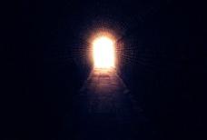 黑暗中的曙光图片