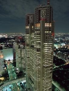 夜景闹市高层大厦图片