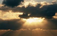 乌云遮日图片